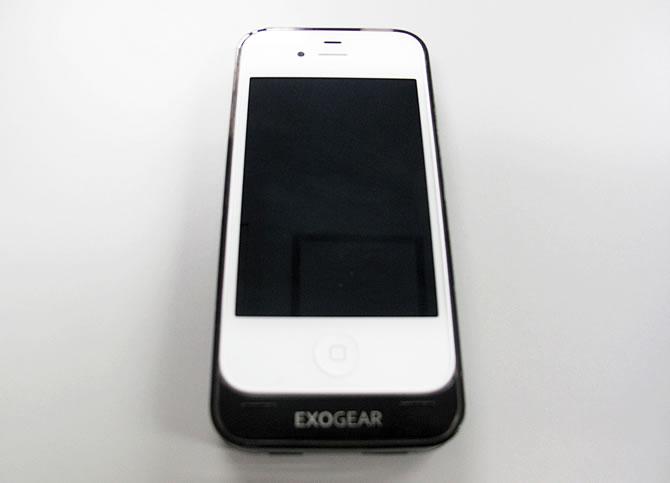 iPhone4Sと「EXOGIA」のバッテリージャケット