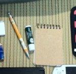 ボールペン、リップスティック、メモ帳