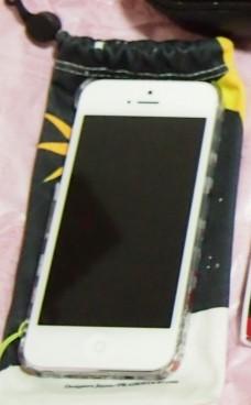 iPhone5 16GB とポーチ