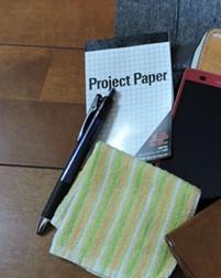 メモ帳、ボールペン、ハンカチ