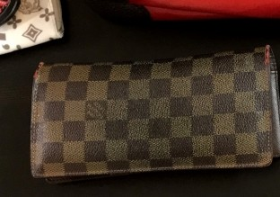 財布:LOUIS VUITTON