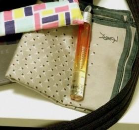 YSLハンカチとロクシタンのロール香水