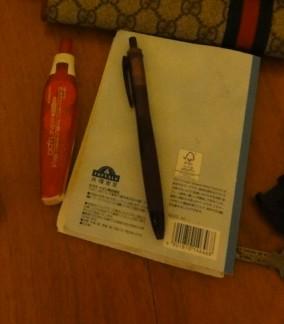 ノートにボールペン、スティックのり