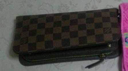 ビトンの財布