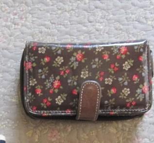 手ごろな値段の財布