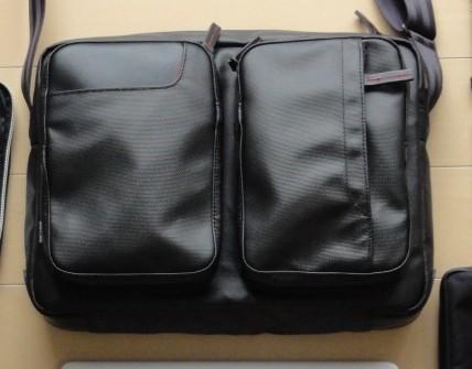 国立商店「おやすみの日にiPadを持ち出すための小型ショルダーバッグ」